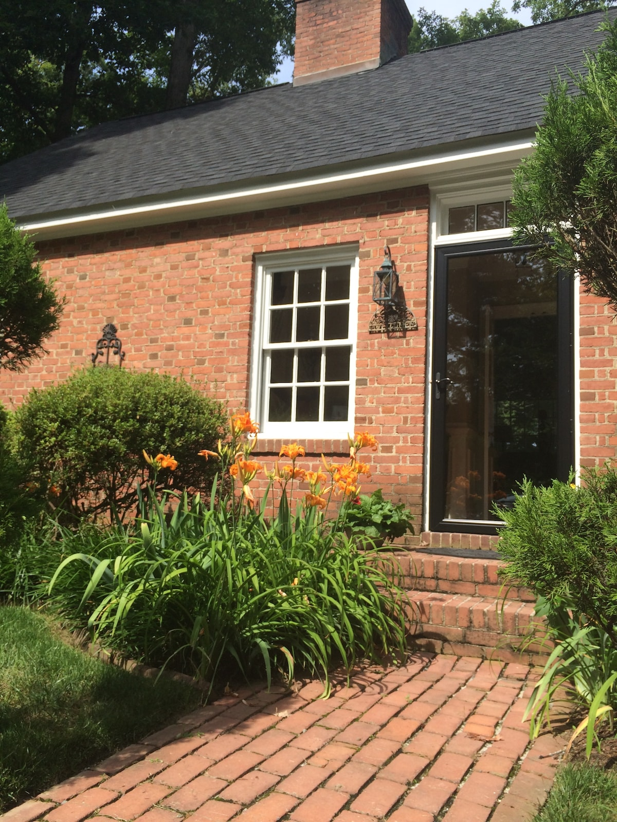 Charming Williamsburg Home (3BR)