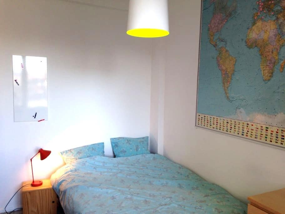Guest room in a great neighborhood - Ixelles - Wohnung