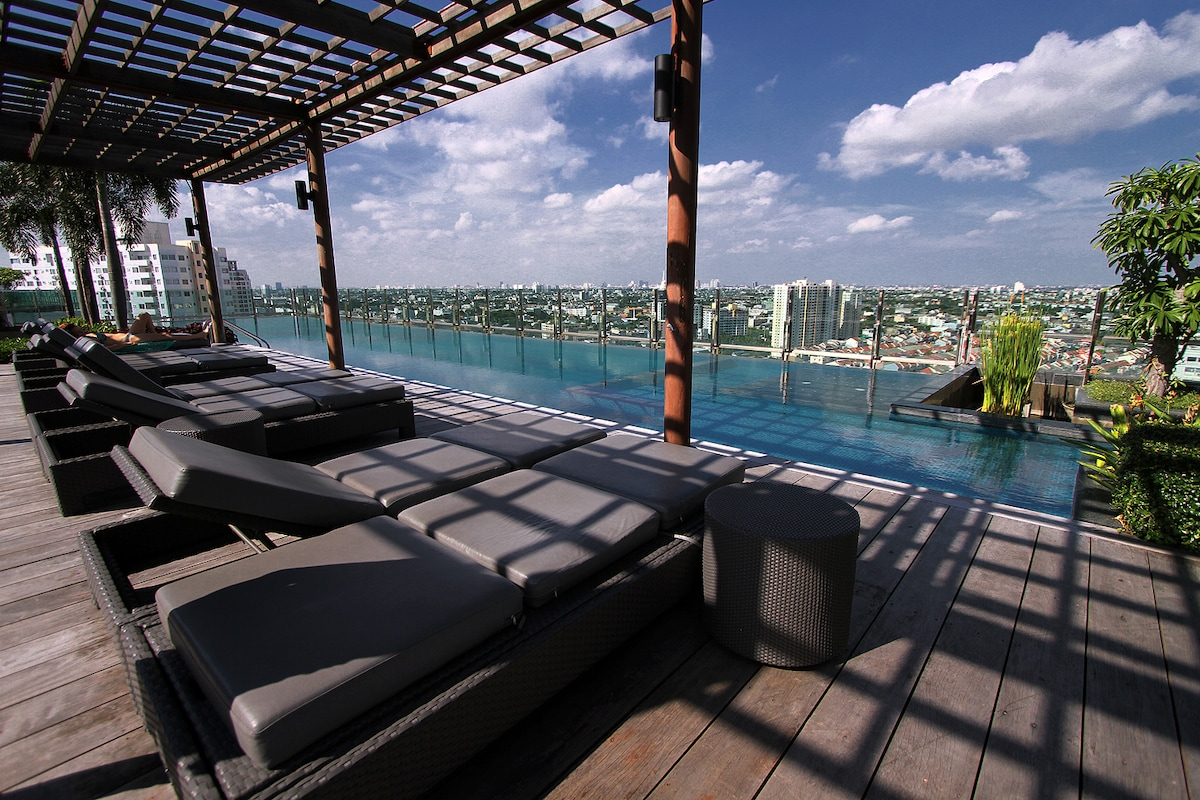 Rooftop swimming pool with city view
