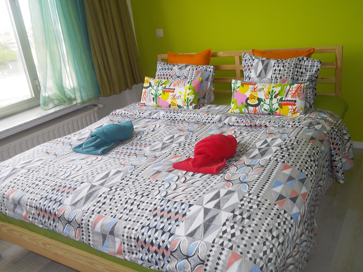 We provide cleaned sheets and towels.