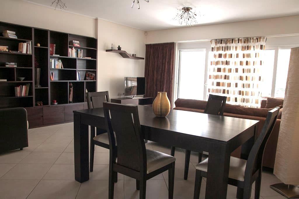 Modern apartment 90m2 near the sea - Pireas - Departamento