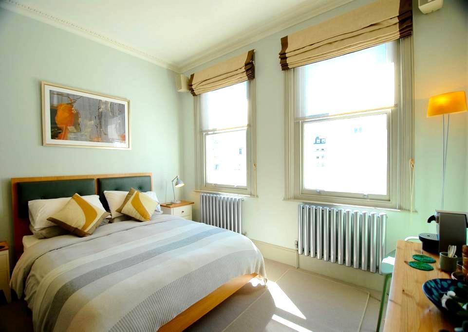 Gorgeous guest bedroom in prime South Kensington - Londres - Apartamento