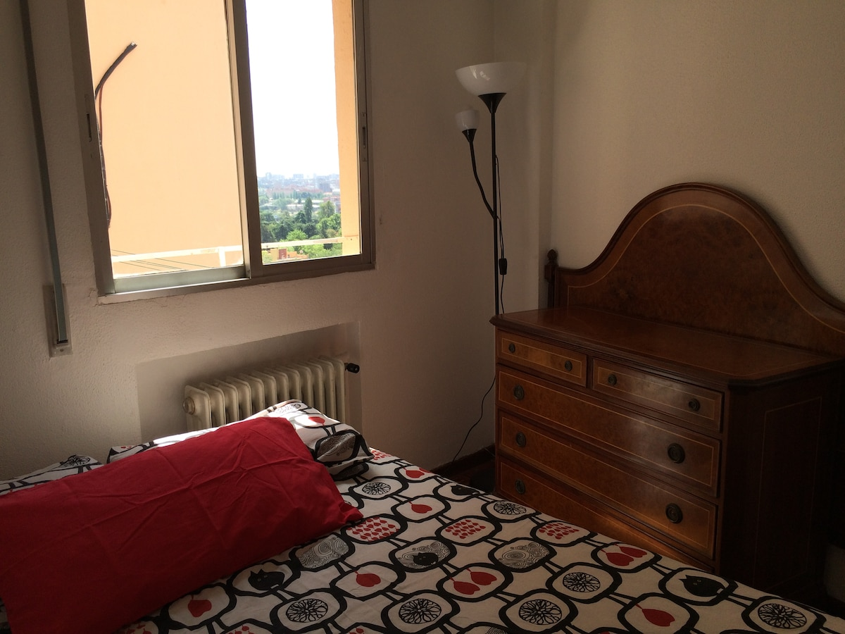 Single Room. Double Bed. Wi-fi.