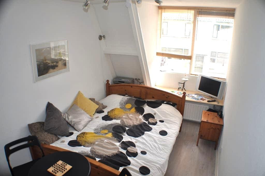 Spacious doubleroom in Zeist, near Utrecht. - Zeist - Ház