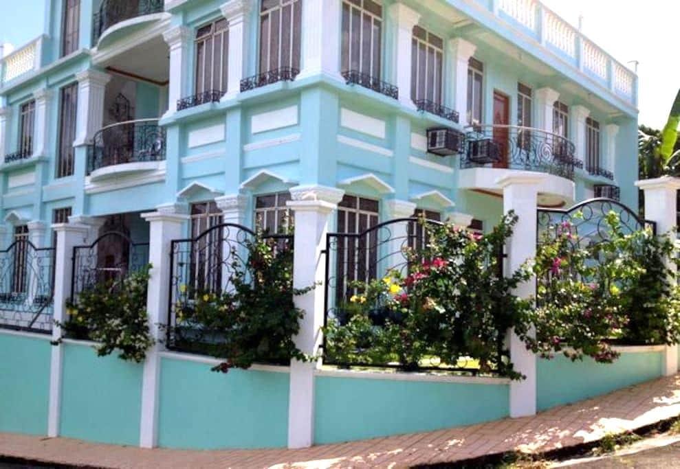 Bayview Res: Double Room w/ Balcony - Legazpi City - Penzion (B&B)