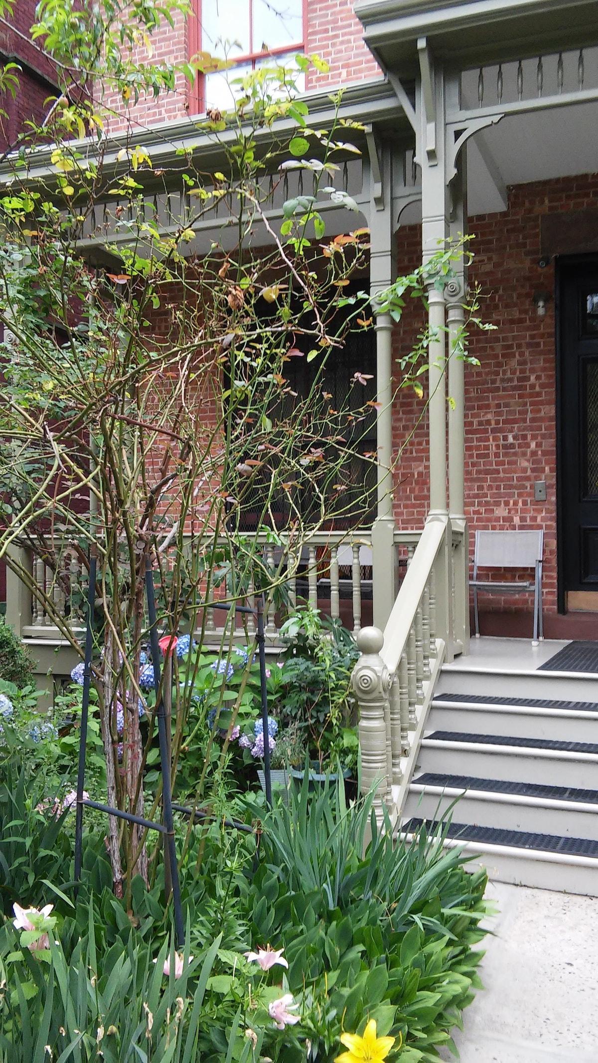 Beautiful 3 brd w porch In Harlem