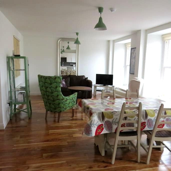 1 BED APT IN THE HEART OF WESTPORT - Westport