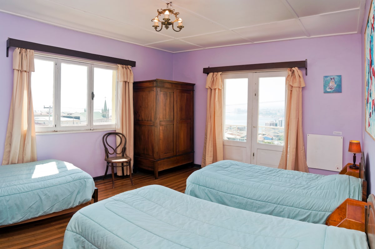 Lilac triple room with balcony