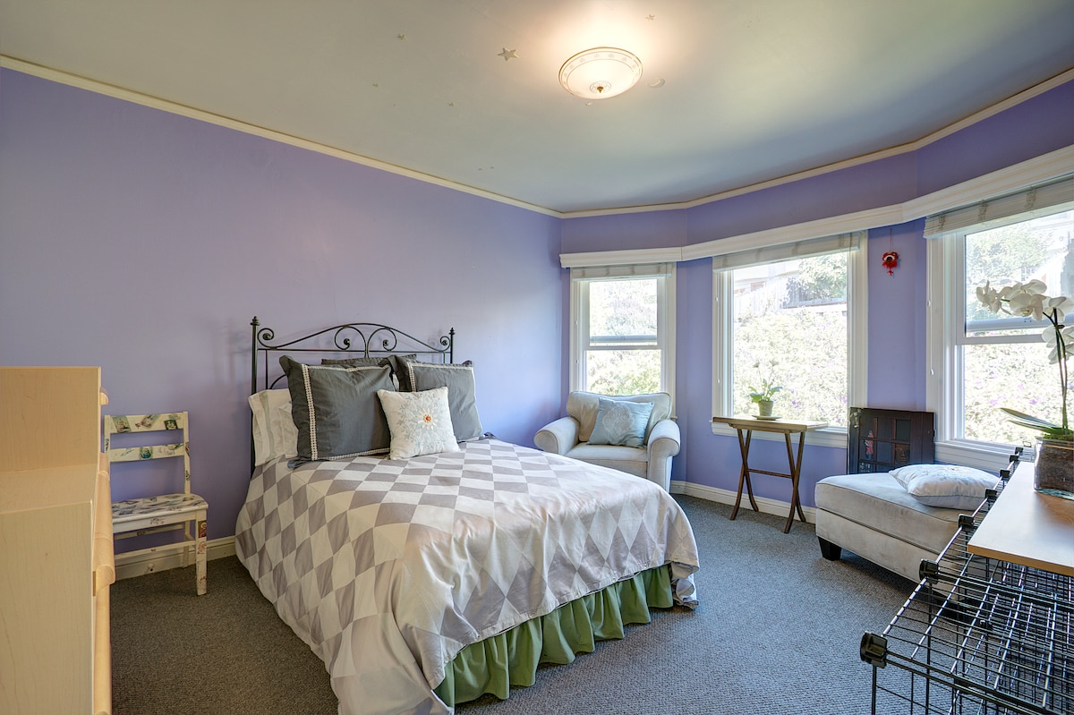 Spcious bedroom with full-size bed overlooking the garden