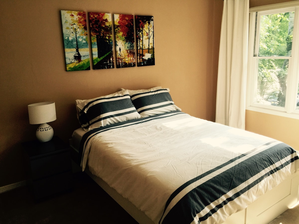 Cozy 2BR house downtown!