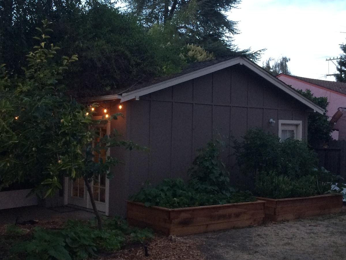 Garden Cottage 10 min from Stanford