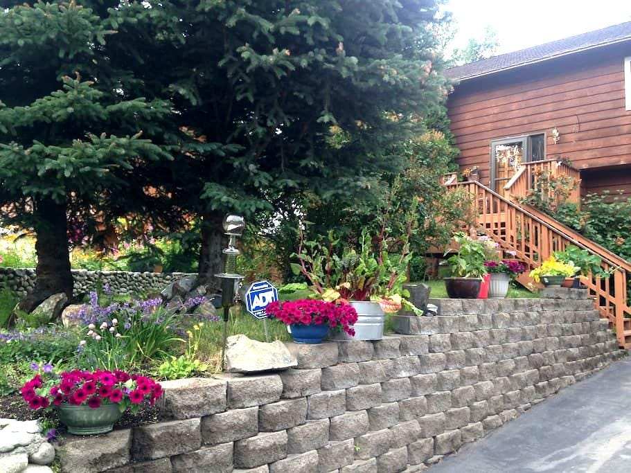 Inviting cozy suit by the airport - Anchorage - House