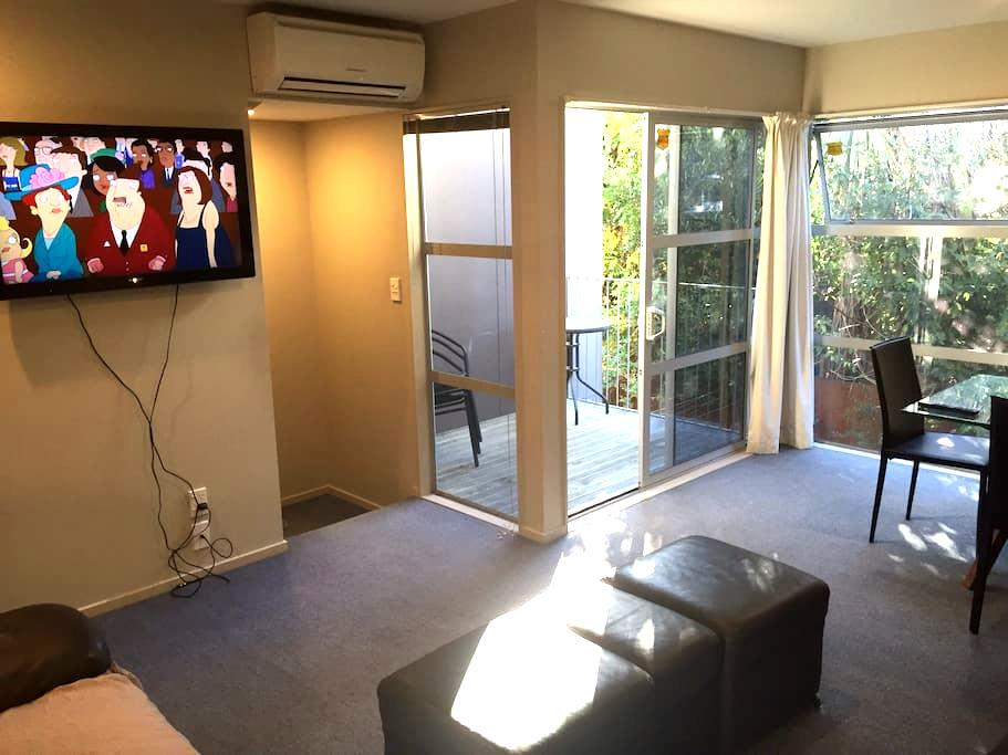 Cute apartment in great location - Christchurch - Lägenhet