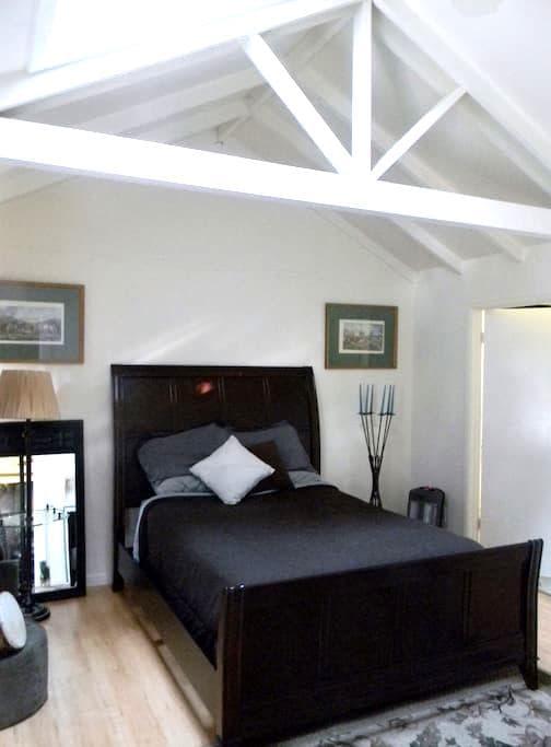 2 Bedroom, Stanford area/Atherton - Atherton - Rekkehus