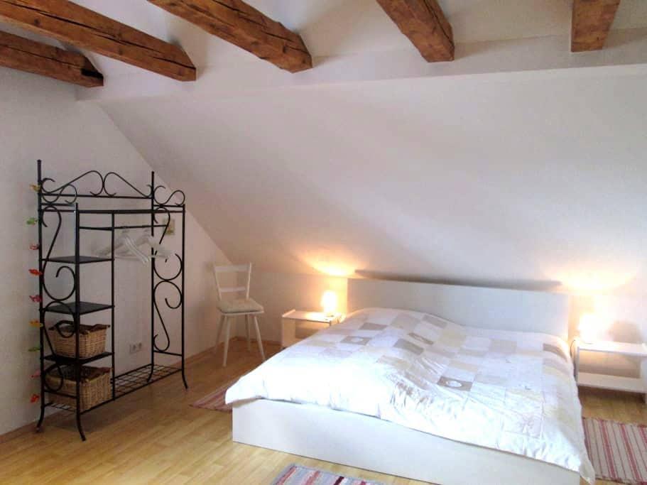 """Gemütliche """"Suite"""" unter dem Dach - Neusäß - ที่พักพร้อมอาหารเช้า"""
