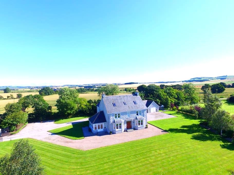 Large, beautiful country house 1 - Inverurie - Huis