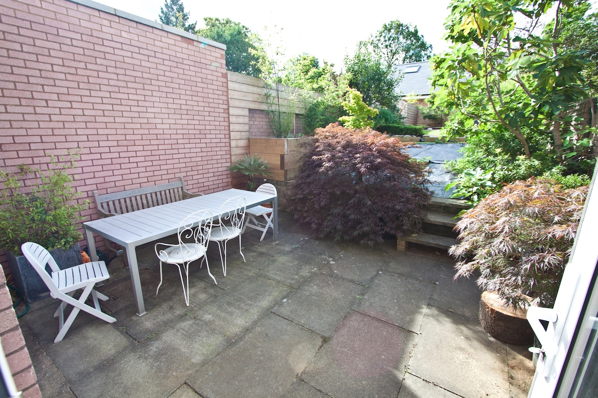 Sunny garden flat in Wimbledon
