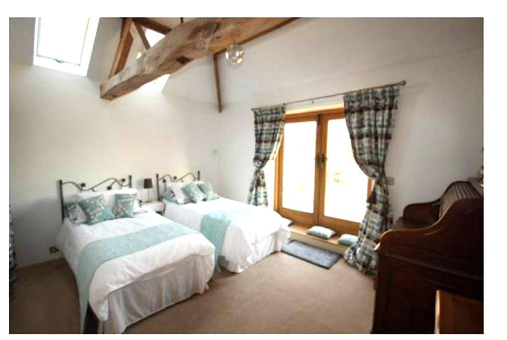 Private entrance, Barn conversion - Spacious room - Snetterton - Andre