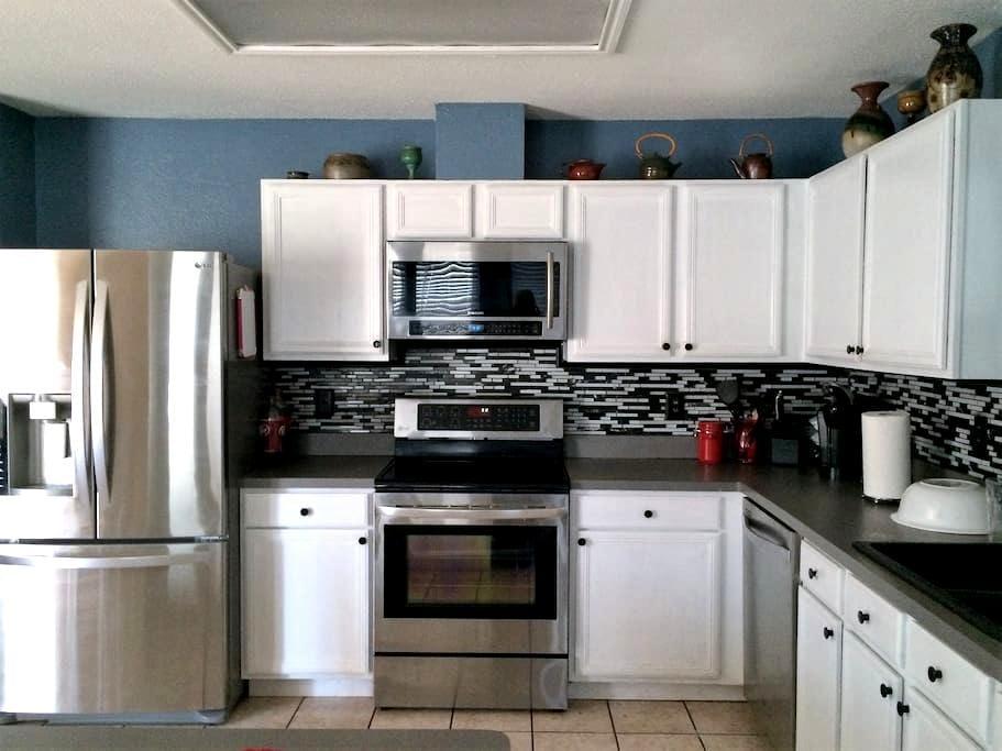 Spacious comfy home with all modern features - Arlington - Casa