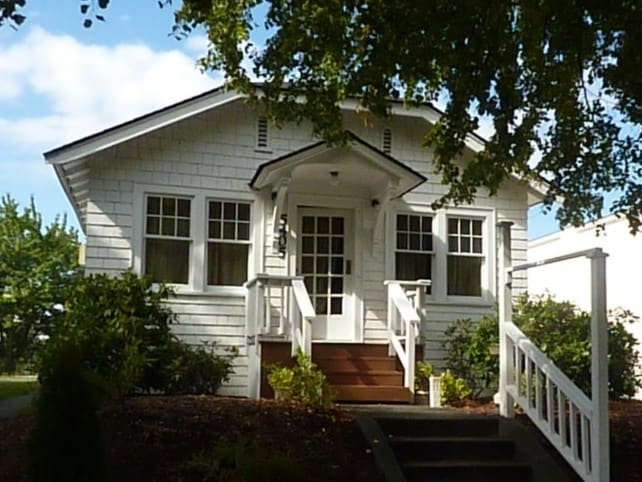 5405 California Ave SW - The Full Moon Cottage