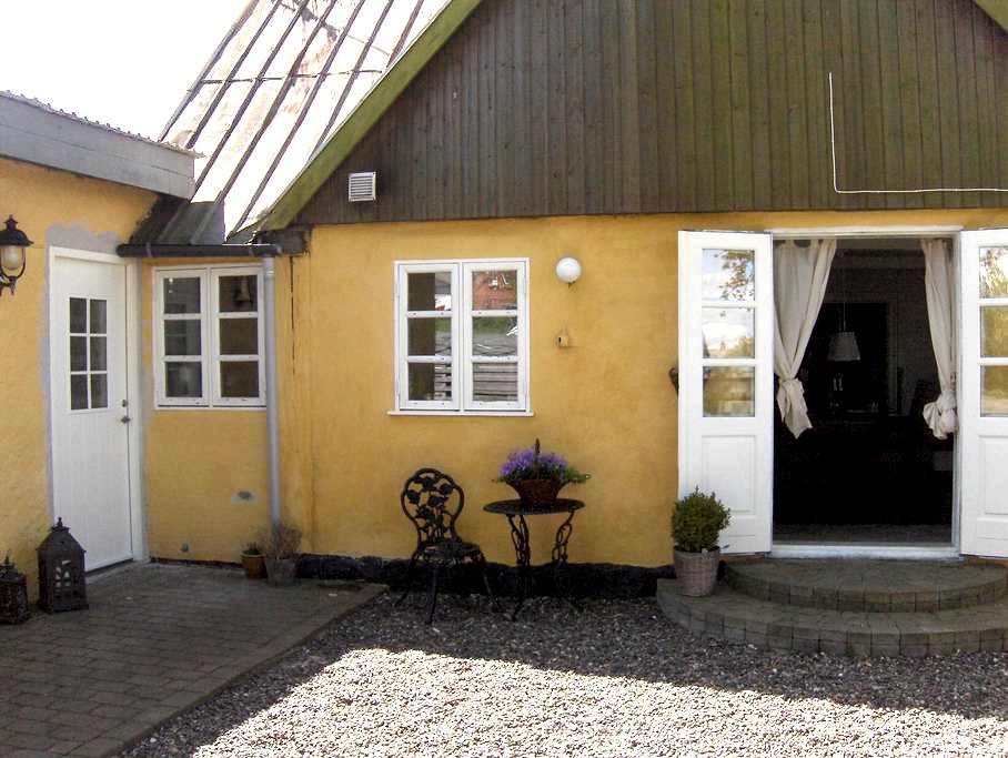 Hyggeligt bondehus - det lille hus på prærien - Askeby - Talo