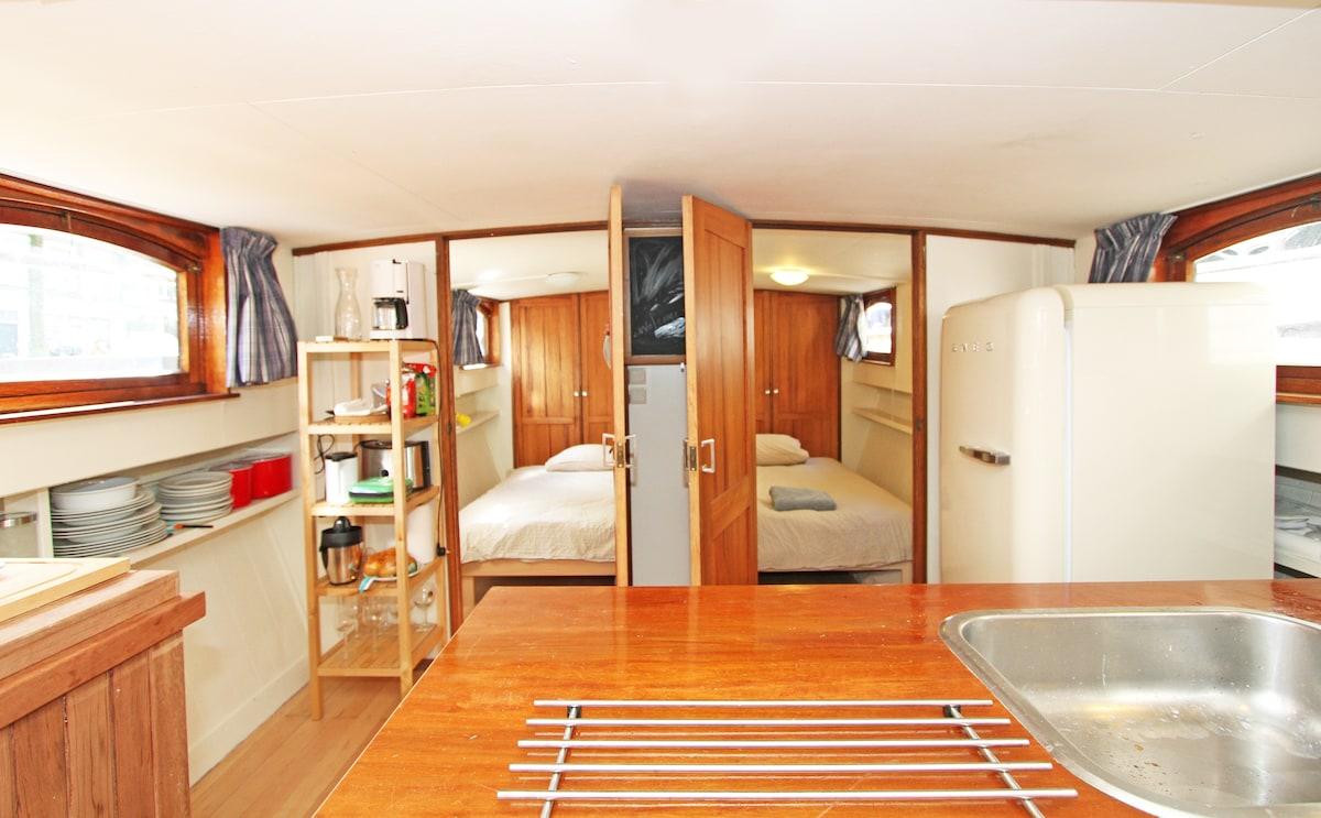 Amsterdam Houseboats | De Hoop