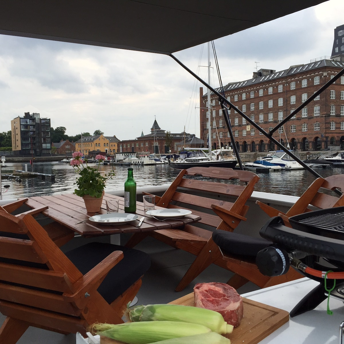 Brand new houseboat in CPH center