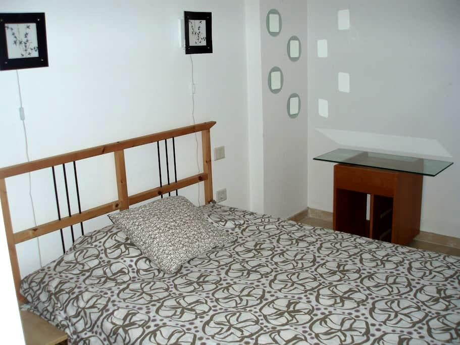 Double room winth line colour - Santa Cruz de Tenerife - Apartment