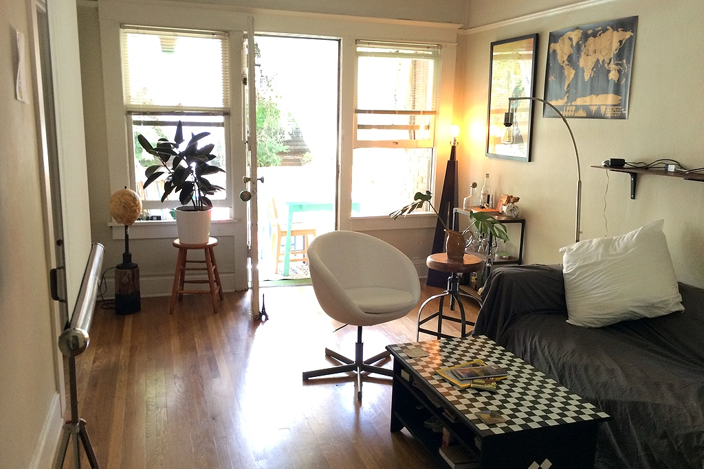 Vintage 2 Room Studio  w/ Balcony