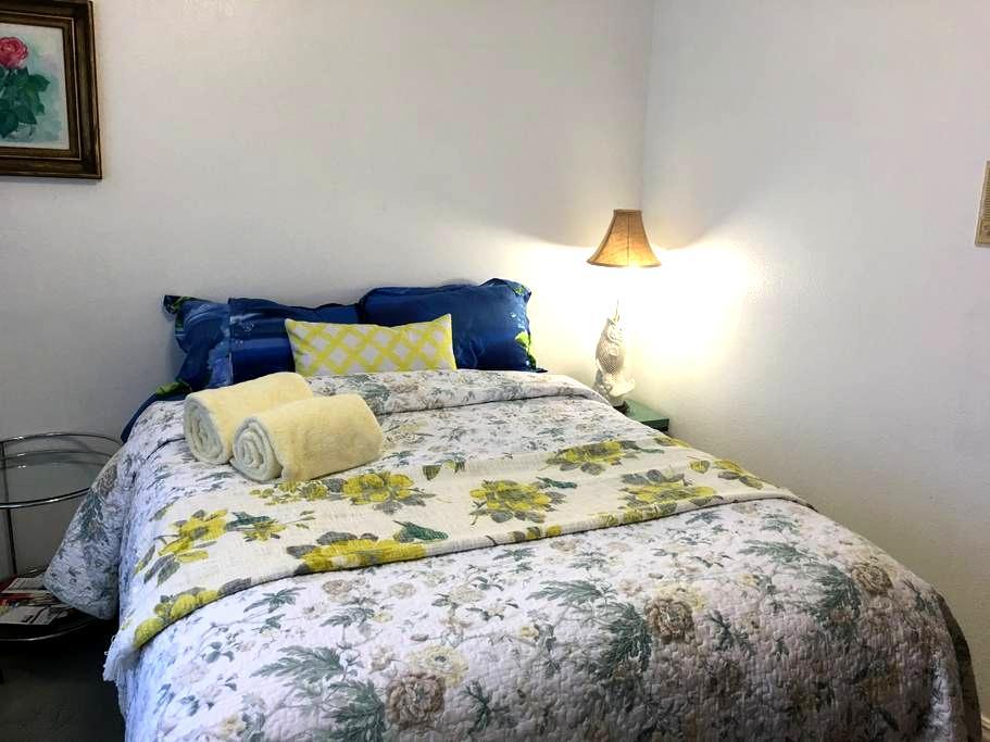 Hot breakfast-comfy bed-the best - Santa Maria