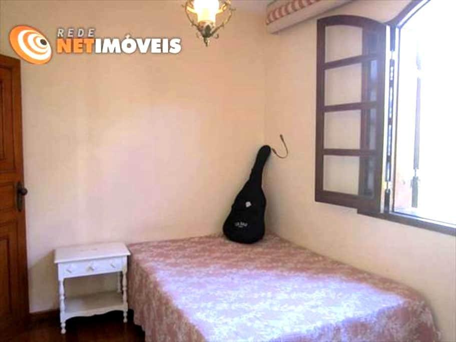 Quarto em casa ampla e confortável com linda vista - Belo Horizonte - Casa