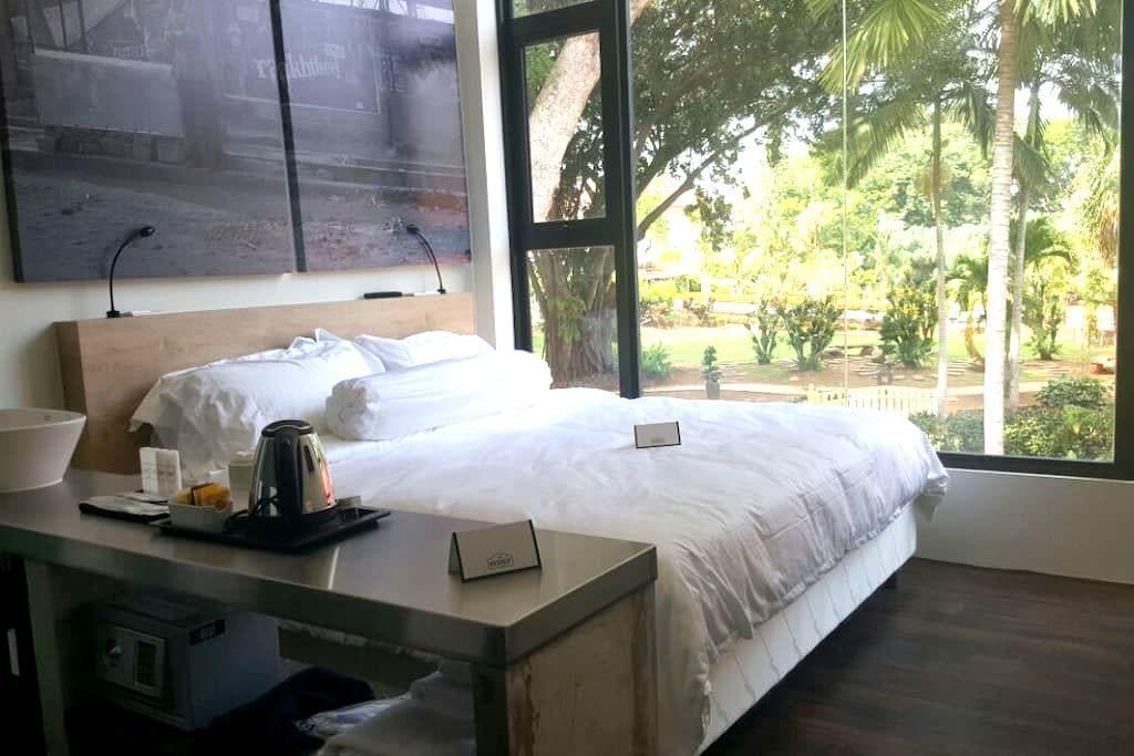 Deluxe King Garden View (Room 218) - Melaka - Bed & Breakfast