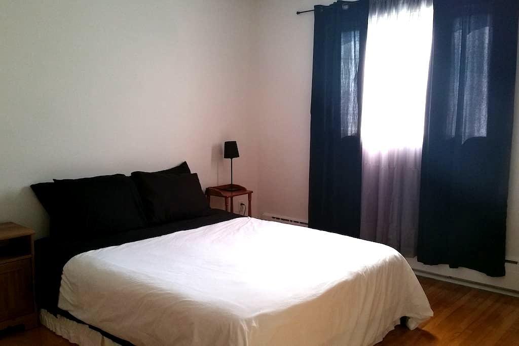 Laval: 3 chambres -- 1200 pi2 - court/moyen terme - Laval - Pis