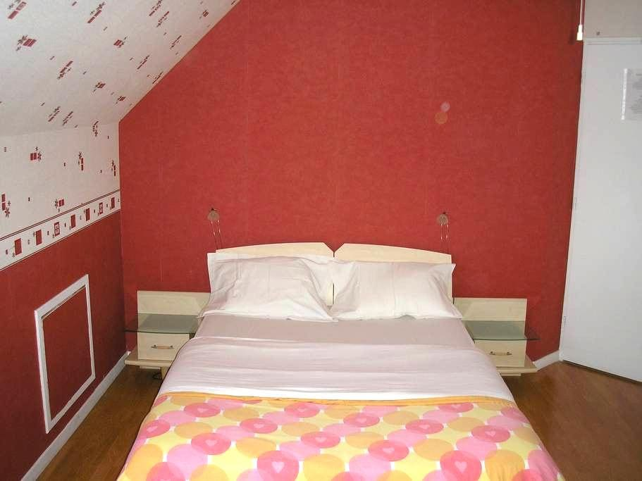 Trés grande chambre privée avec salle de bain - Chanteloup-les-Vignes - Casa