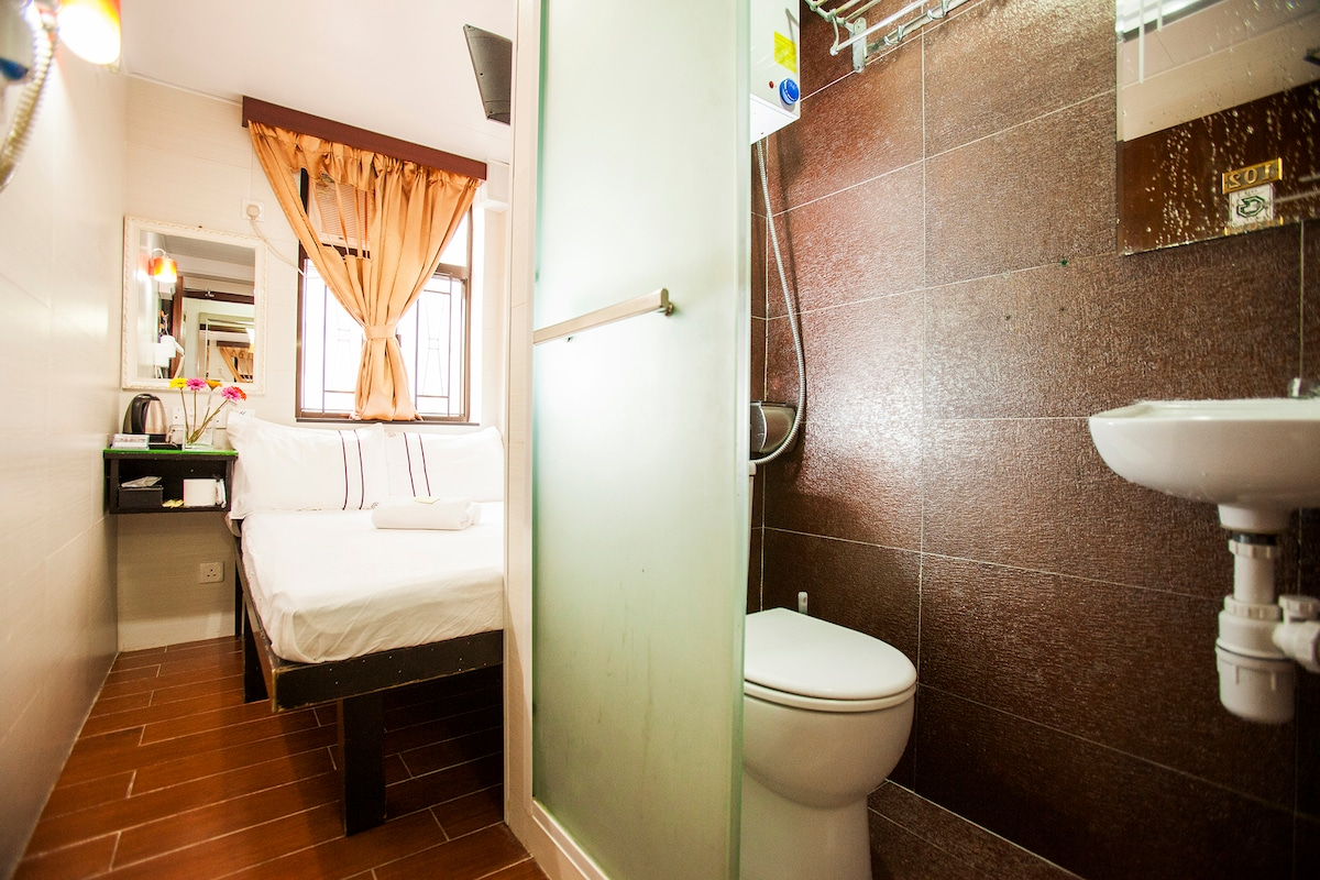 Double Room With Private Bathroom 三