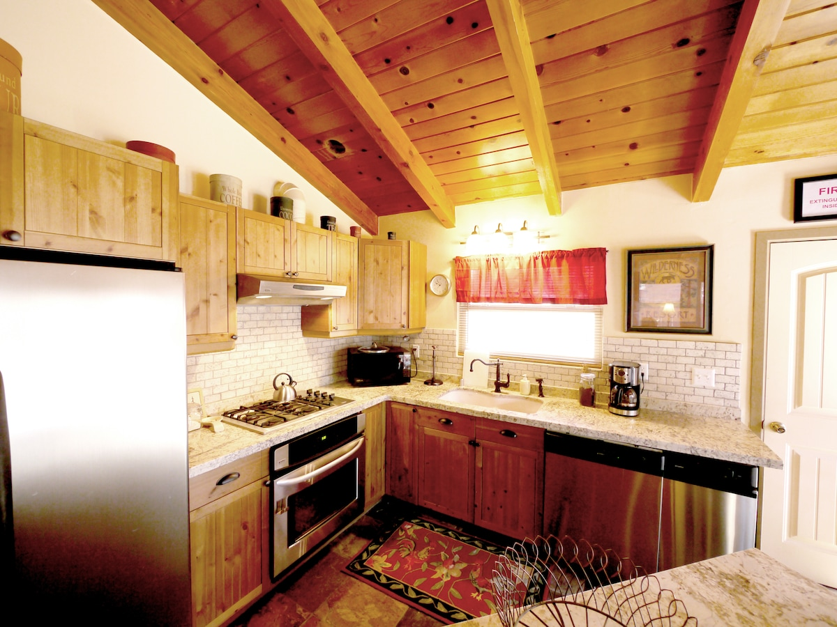 Enjoy a home cooked meal in this fully stocked kitchen!