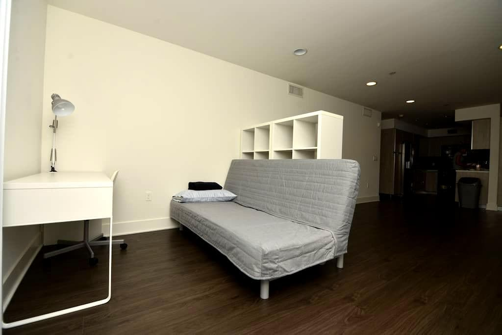 Comfy futon in Hollywood:) - Los Angeles - Flat