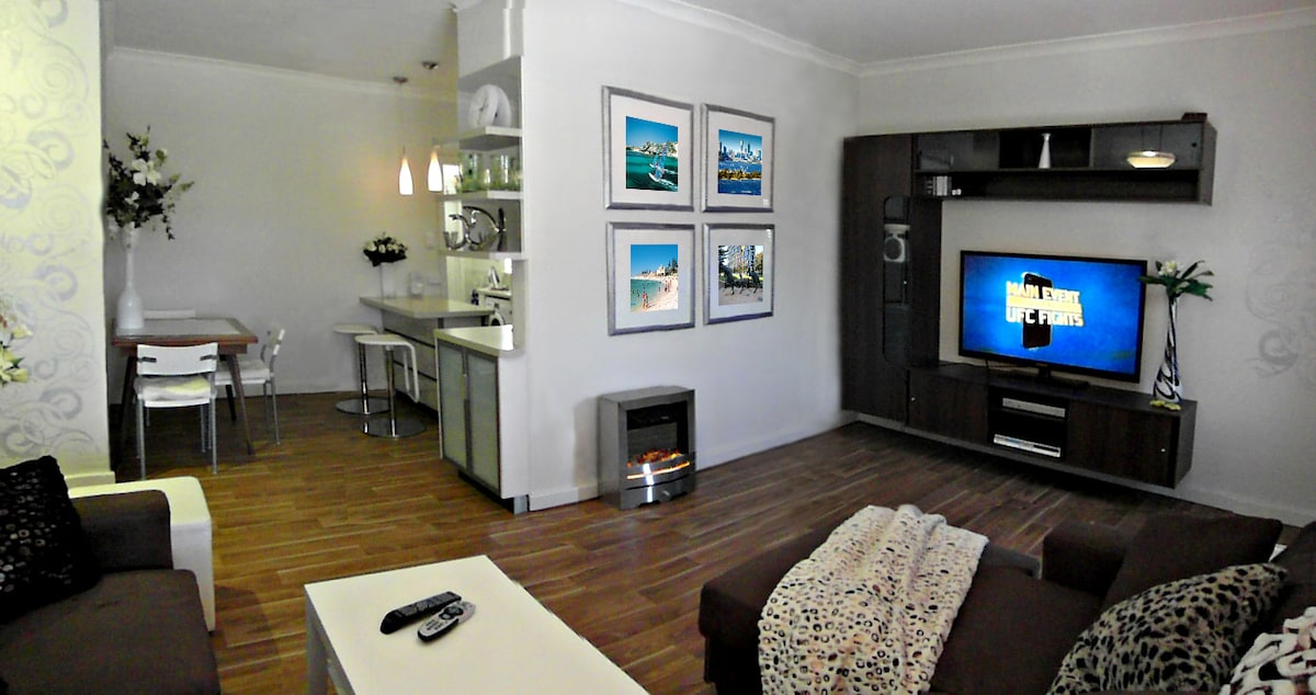 "OPEN ENTERTAINMENT AREA WITH 51"" LCD TV, DVD/CD PLAYER & FREE FOXTEL"