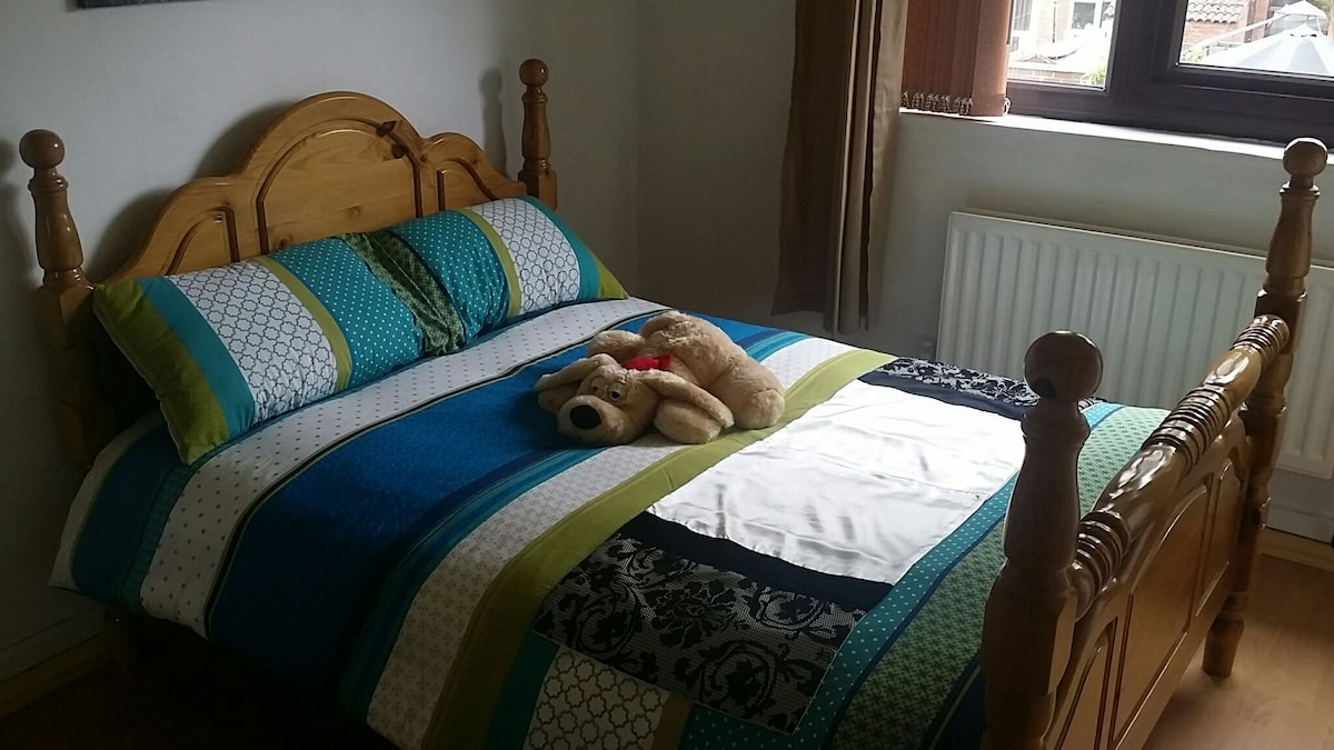 Near Town Centre- Cosy Kingsize bed