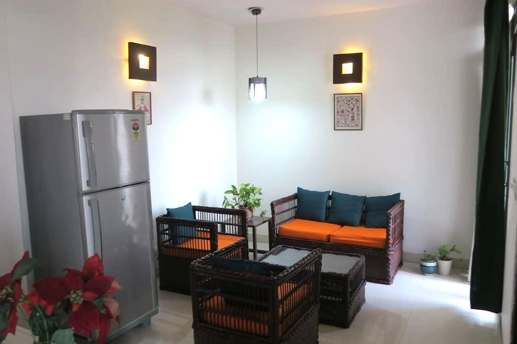 3rd Floor Room with Sitting Lounge - New Delhi - Apartmen