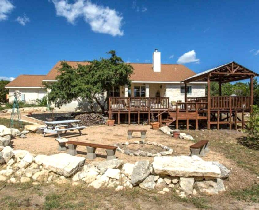Spacious Hill Country Retreat - Helotes - Casa