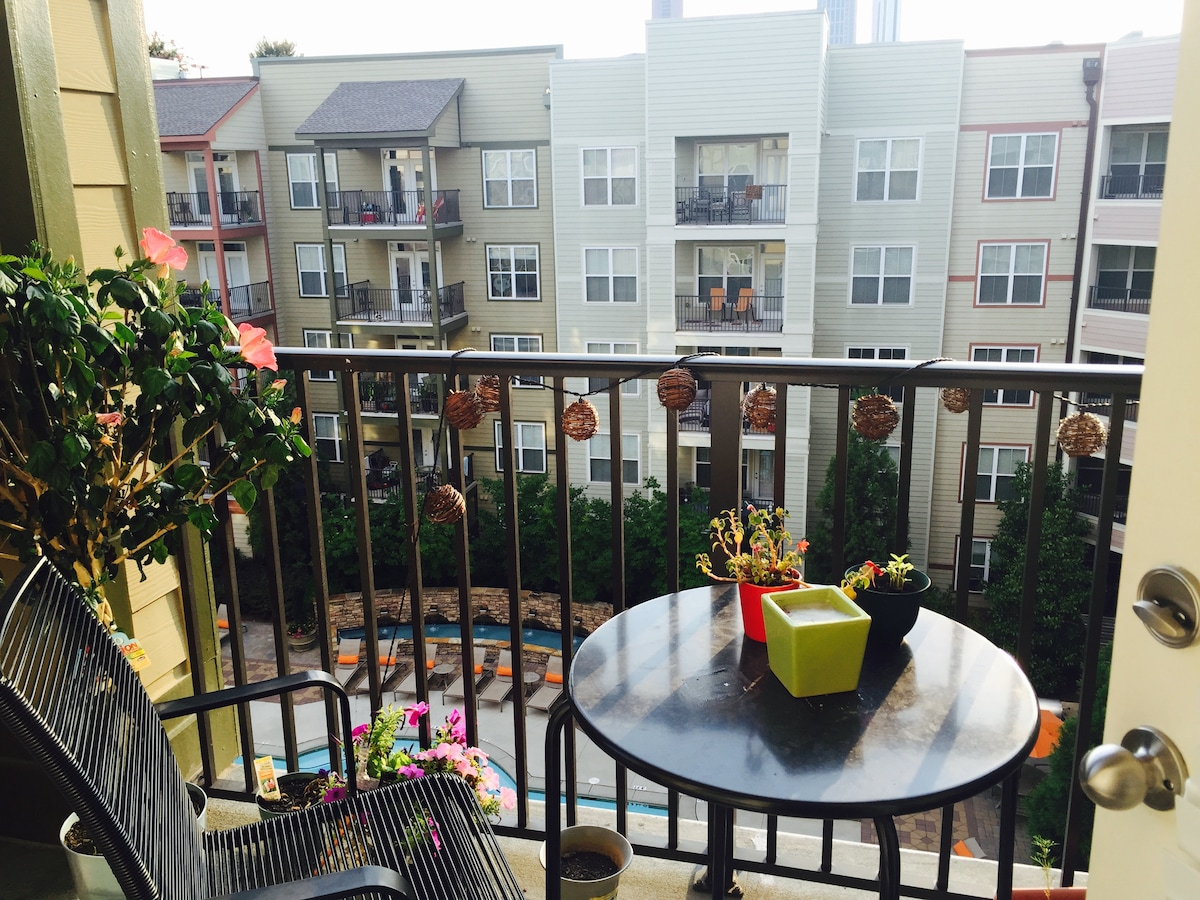 One Bedroom Located in Downtown/O4W