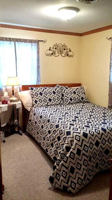 Cozy bed in Oneida Lake Region - Central Square - 独立屋