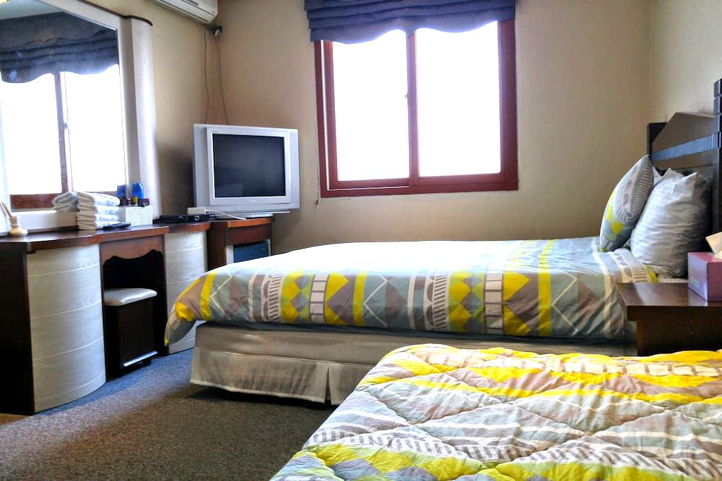 MARINE GUESTHOUSE FAMILY ROOM 207 - Daepohang-gil, Sokcho-si - Bed & Breakfast