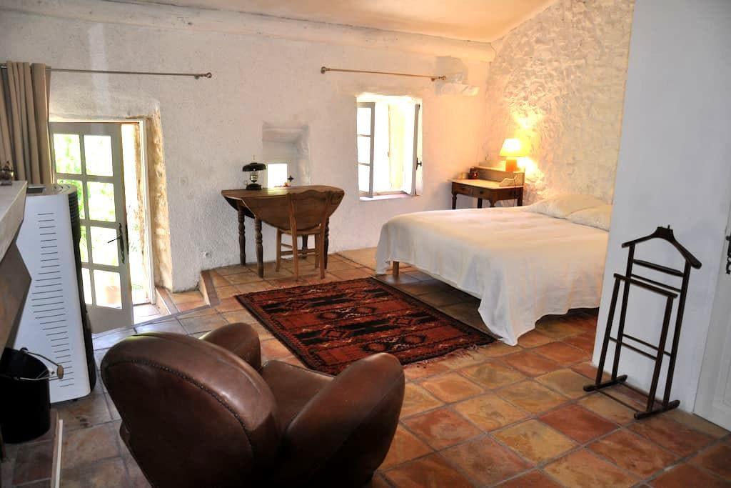 Chambre d'hôte La Luciole - Châteauneuf-Miravail - Inap sarapan