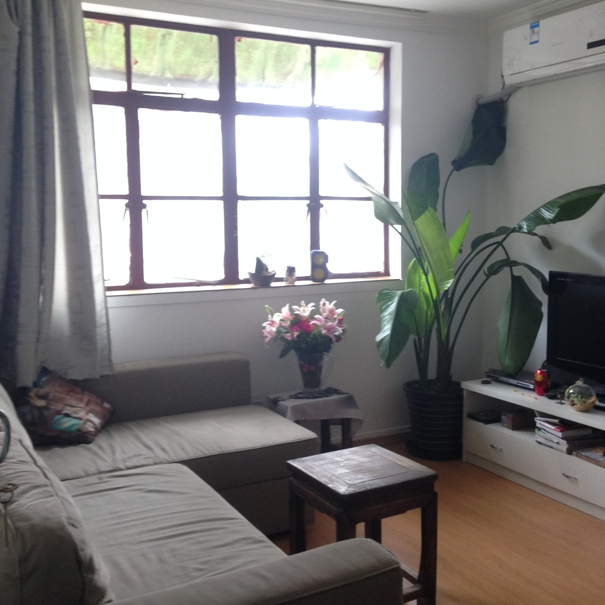 Cozy & Bright apartment in Jing An