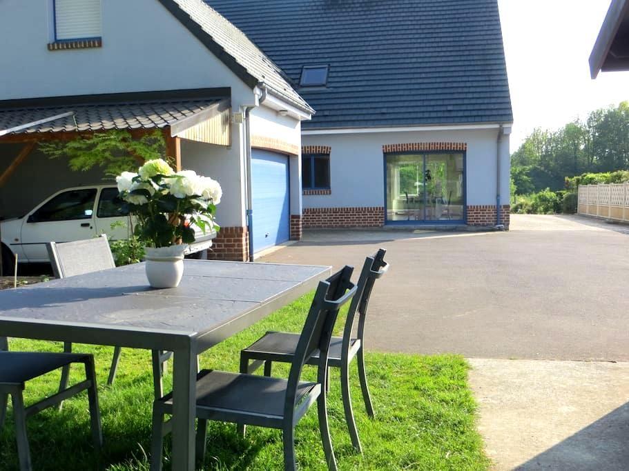 Chambres dans la maison bleue de Dainville - Dainville - Дом
