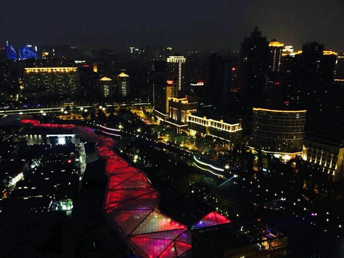 270度鸟瞰绝佳城市夜景,市中心便利交通空中豪宅