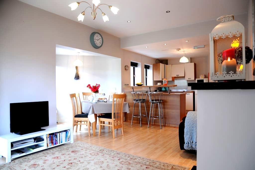 Central Apartment on River Laune - Killorglin - Apartamento