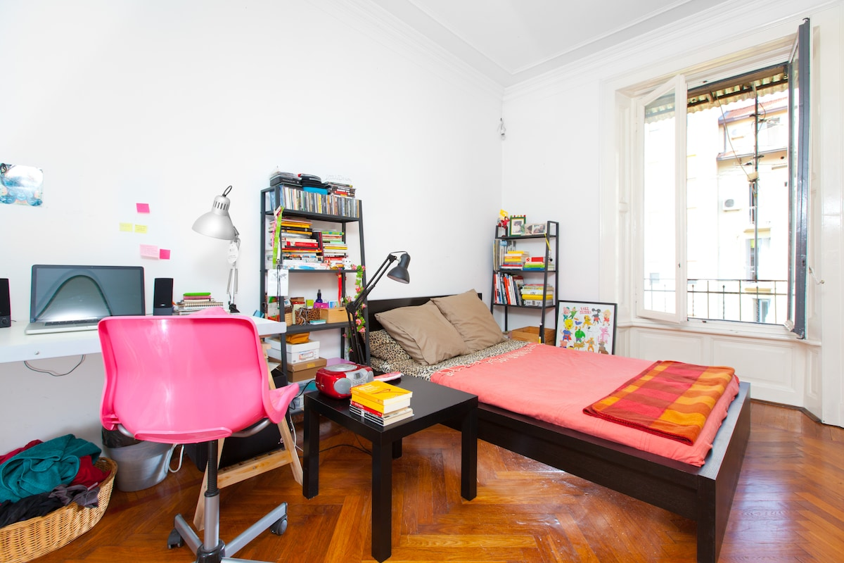 Bright Room in a Charming Flat